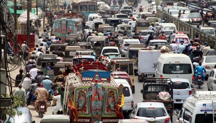نیپا چورنگی تا عسکری فور ٹریفک جام معمول،شہری گھنٹوں پھنسے رہتے ہیں