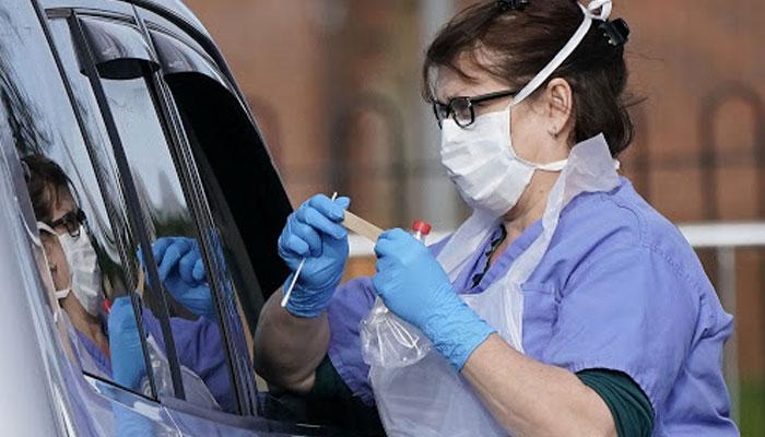 انگلینڈ میں کورونا کی شرح میں اضافہ، وائرس کو کنٹرول کرنے کیلئے فوج سے مدد لینے پر غور