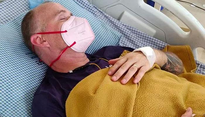 بھارت، کورونا، ڈینگی اور ملیریا سے صحتیاب برطانوی کارکن کوبرا سے بھی بچ گیا
