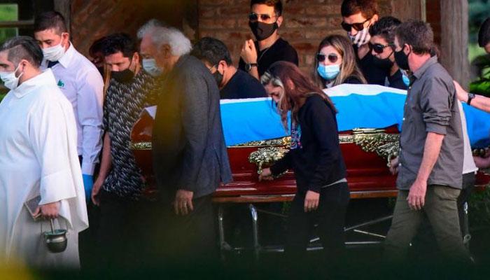 میراڈونا سپرد خاک، صدر ارجنٹائن و پرستاروں کا خراج عقیدت