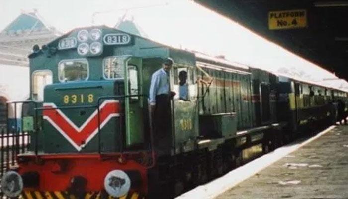 وزیراعظم پیکیج، کنٹریکٹ ریلوے ملازمین کو مستقل کرنے کا فیصلہ