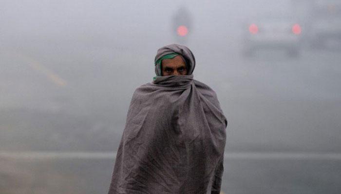 سردی کی شدت برقرار، سڑکیں، بازار، سنسان، شرح اموات میں اضافہ