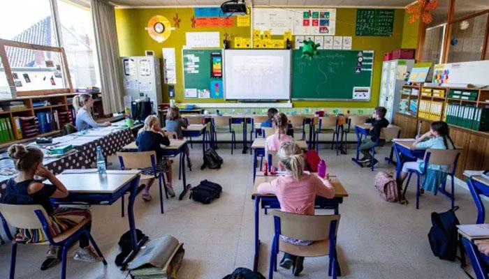 کورونا کی وبا، انگلینڈ کے سکولوں میں پہلے لاک ڈاؤن سے پانچ گنا زیادہ حاضری ریکارڈ کی گئی