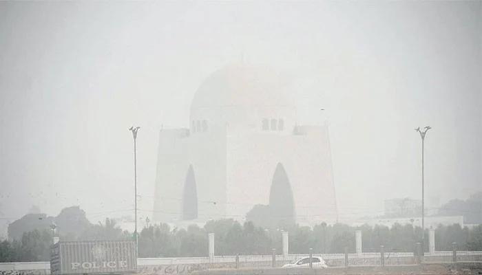 شہرقائد کی فضاگرد آلود،صبح حد نگاہ 3کلو میٹر تک رہ گئی