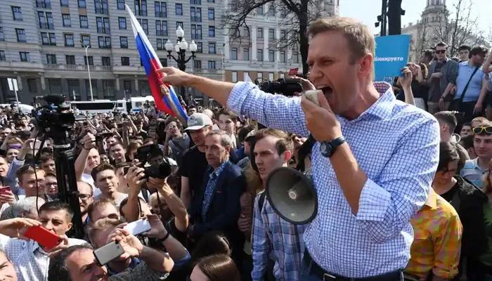 روس بھر میں زیر حراست اپوزیشن رہنما ناوالنی کے حق میں ہزاروں افراد کے مظاہرے