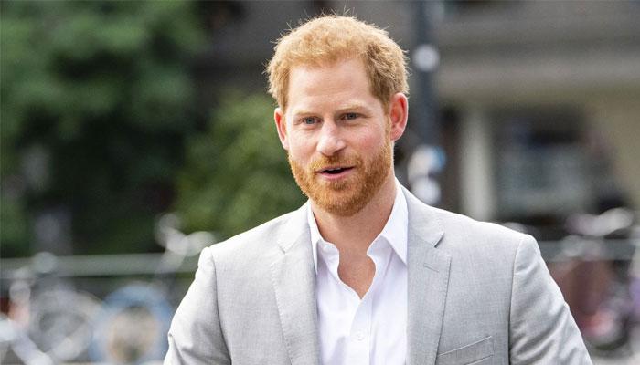 برطانوی پریس کی وجہ سے اپنی شاہی ذمہ داریوں سے دستبردار ہوا، شہزادہ ہیری