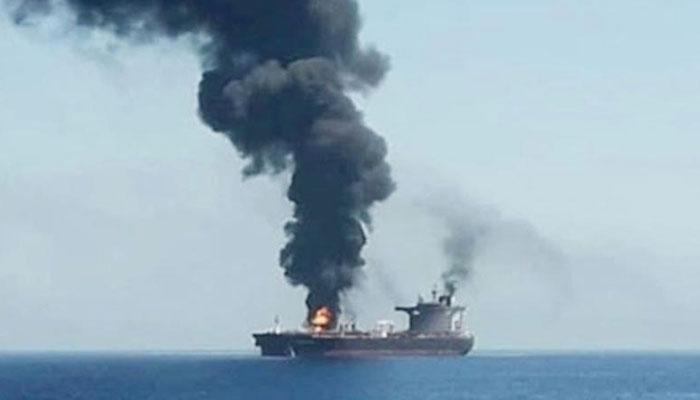 خلیج عمان میں اسرائیلی جہاز پر دھماکا، ایران ملوث ہے، صیہونی وزیر دفاع