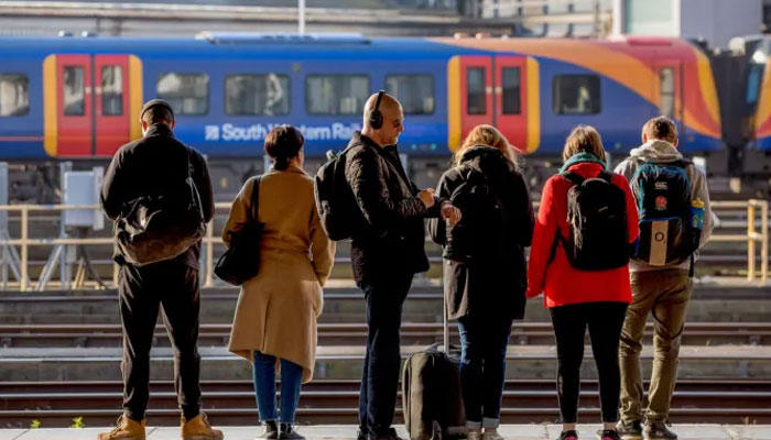 برطانیہ بھر میں سفری طلب میں کمی ہونے کے باوجود ریل کرایوں میں2.6 فیصد اضافہ