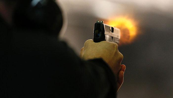 ایم اے جناح روڈ، نوجوان کی بس ہوسٹس پر فائرنگ کے بعد خودکشی
