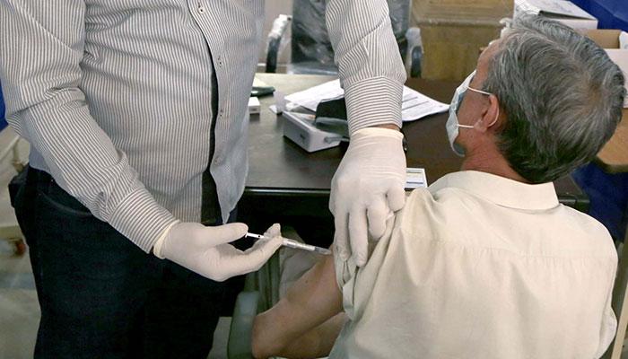 پاکستان کے 81 فیصد ڈاکٹرز کورونا ویکسین لگوانے کیلئے تیار، گیلپ سروے