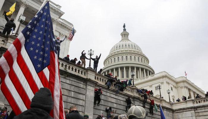 کیپٹل ہل حملہ، ٹرمپ انتظامیہ کے گرد گھیرا تنگ، عہدیدار گرفتار