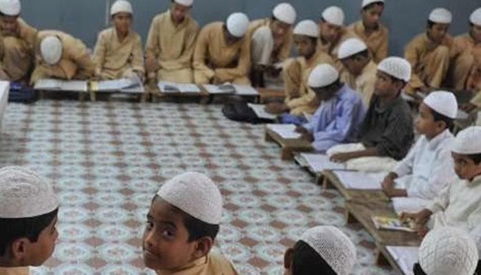 بھارتی حکومت کا مدارس میں رامائن اور گیتا پڑھانے کا متنازع فیصلہ