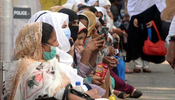لاہور، لیڈی ہیلتھ ورکرز کا تیسرے روز بھی احتجاج، سول سیکرٹریٹ چوک میں دھرنا