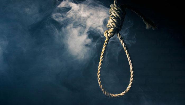 شادمان ٹاون، فلیٹ میں خاتون نے گلے میں پھندا لگا کر خودکشی کر لی