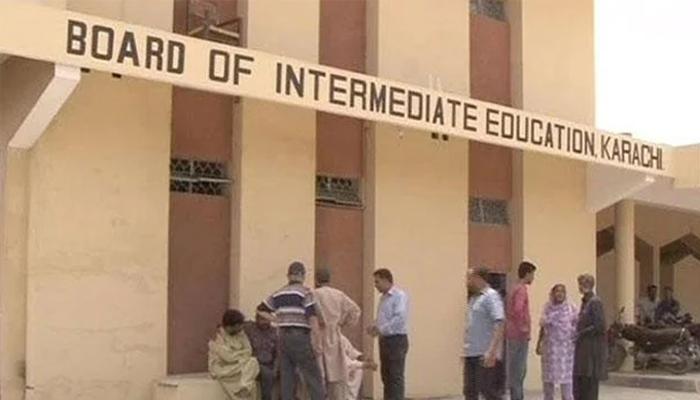 دہرا چارج رکھنے والے انٹر بورڈ کراچی کے ناظم امتحانات اور سیکرٹری سمیت 16 افسران فارغ