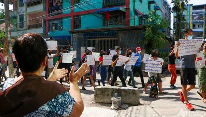 میانمار میں مظاہرین کیخلاف کارروائیاں، فائرنگ سے 10 ہلاک