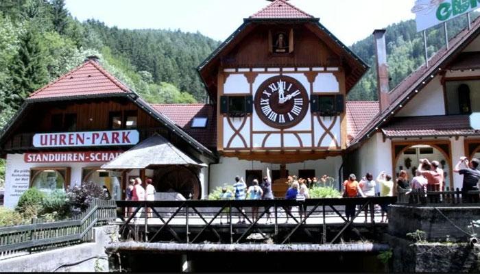 جرمنی، دنیا کا سب سے بڑا کُکُو کلاک بلیک فاریسٹ میں موجود