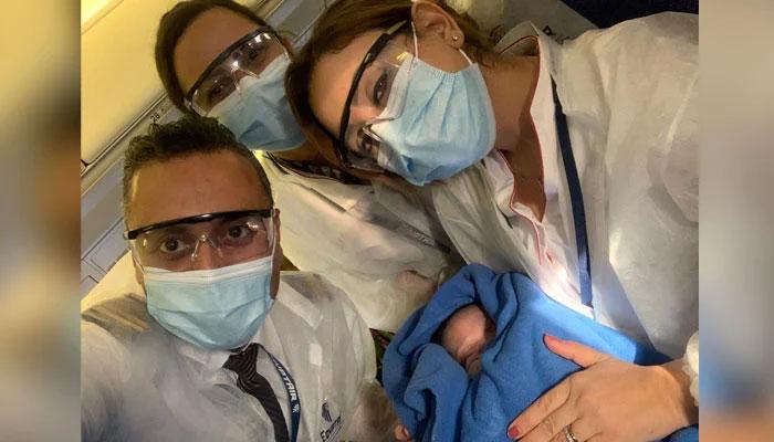 مصر ایئرلائن کی کینیڈا سے قاہرہ کی پرواز میں بچے کی پیدائش