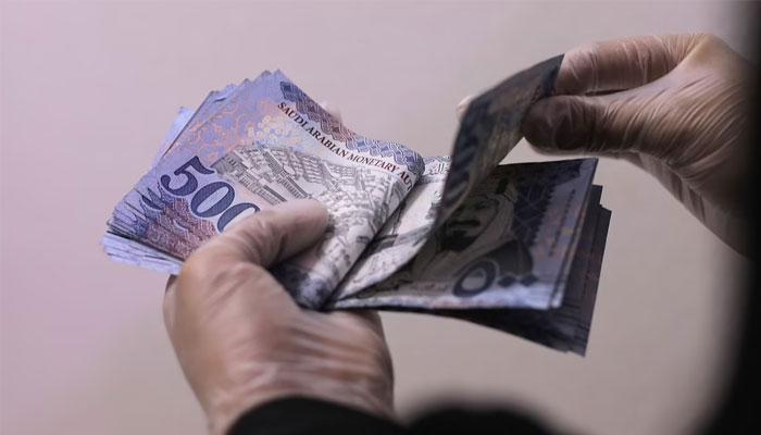 سعودی عرب، نجی اداروں میں ملازمین کی کم سے کم تنخواہ 4 ہزار ریال مقرر