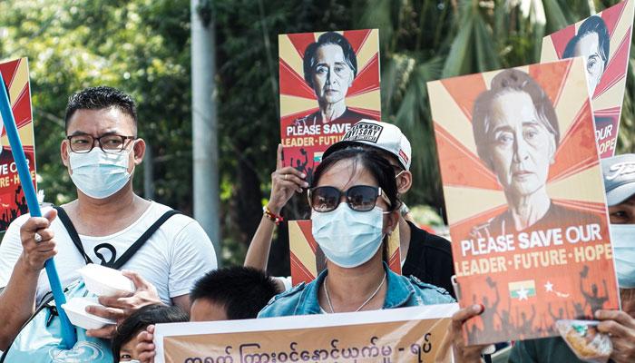 میانمار میںمظاہروںمیں پھر شدت سیاسی قیدیوںکی رہائی کا مطالبہ