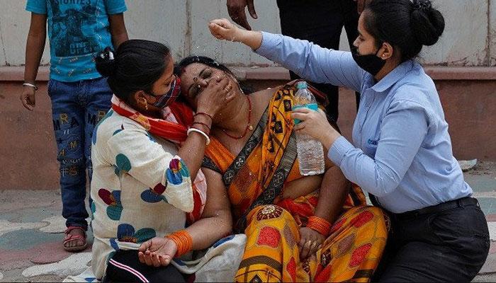 بھارت، اسپتالوں میں داخلے کے منتظر کورونا مریض باہر دم توڑنے لگے، غیرملکی سفارتکار سمیت 3417 اموات