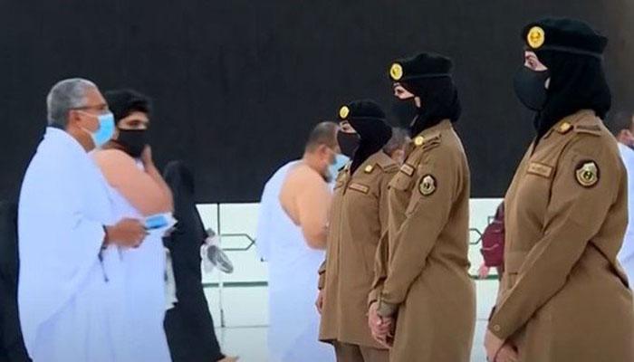 مسجد الحرام میں پہلی بار خواتین کارکنان خدمت پر تعینات