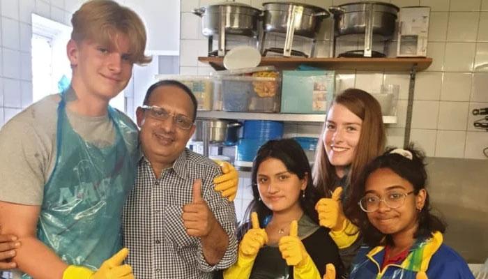 ویسٹ لندن میں پاکستانی کمیونٹی کچن ضرروت مندوں کو 500 سے زائد مفت کھانے یومیہ فراہم کرتا ہے