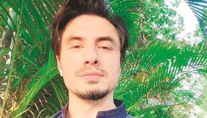 کورونا پیغام، علی ظفر نے بھارتی ویب سائٹ کو جواب دے دیا