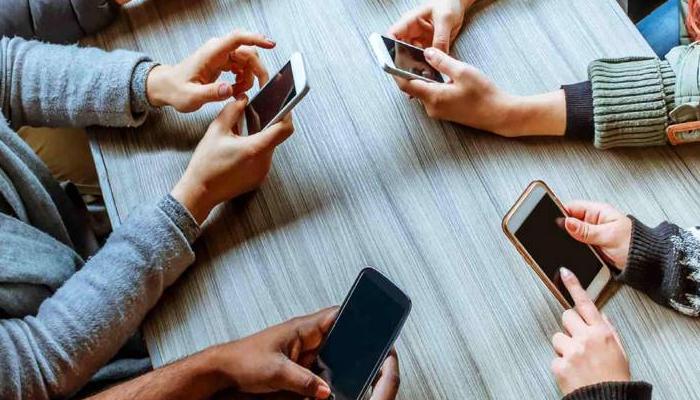 پاکستان میں موبائل فون صارفین کی تعداد 18کروڑ 32 لاکھ ہو گئی