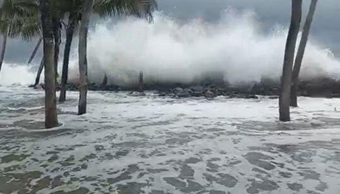 بھارت میں سمندری طوفان داخل، بڑے پیمانے پر تباہی مچادی