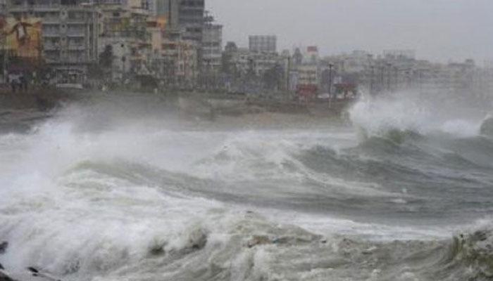 سمندری طوفان کے پاکستانی ساحل سے ٹکرانے کا خطرہ ٹل گیا