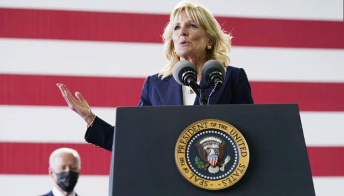 امریکی صدر کا اپنی اہلیہ کو سلیوٹ محفل کشتِ زعفران بن گئی