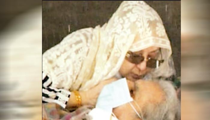 دلیپ کمار اسپتال سے گھر منتقل، اہلیہ سائرہ بانو صحت کی دعا کرنے والوں کی شکرگزار