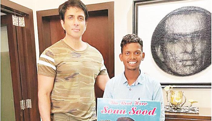 سونو سود سے ملاقات کیلئے مداح ننگے پاؤں حیدرآباد سے ممبئی پہنچ گیا