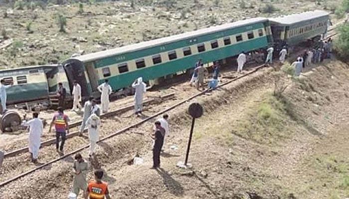 ڈہرکی ٹرین حادثہ کی حتمی رپورٹ آنے میں 3 سے 4 ہفتے لگ سکتے ہیں، پاکستان ریلوے