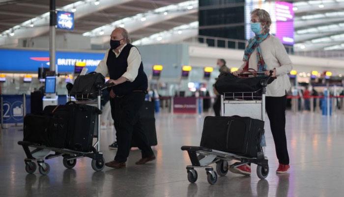 برطانیہ کا کورونا ویکسین دو خوراک والے ہالیڈے میکرز کو سفر کی اجازت پر غور