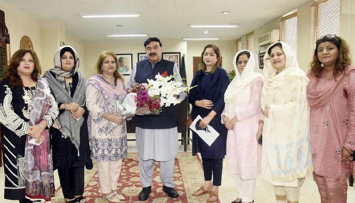 ترقی کیلئے خواتین کو ملک کی معیشت میں شامل کرنا ہوگا، شیخ رشید