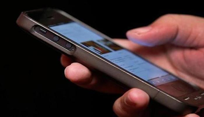 اسمارٹ فون میں جاسوسی آلات نصب کرنے پر سعودی عورت نے شوہر سے خلع مانگ لی