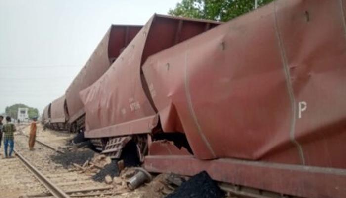 کوٹری میں مال بردار ٹرین کا حادثہ، ڈرائیور اور فورمین زخمی