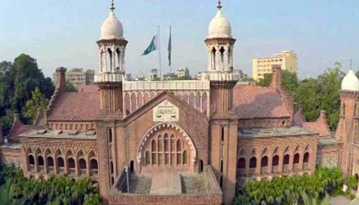 لاہور، قبضہ کیس، ایس پی صدر کو شوکاز، عدالت نے بیجز اتروا دیے