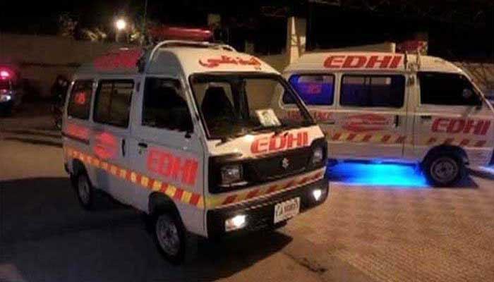 مخدوش عمارت کے فلیٹس کا کچھ حصہ گرنے سے بچے سمیت دو افراد زخمی