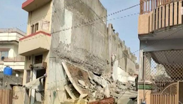 گجرات، گیس سلنڈر دھماکہ، تین منزلہ عمارت تباہ، باپ بیٹی جاں بحق