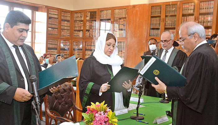 سندھ ہائیکورٹ کے 3 ایڈیشنل جج صاحبان نے حلف اٹھا لیا