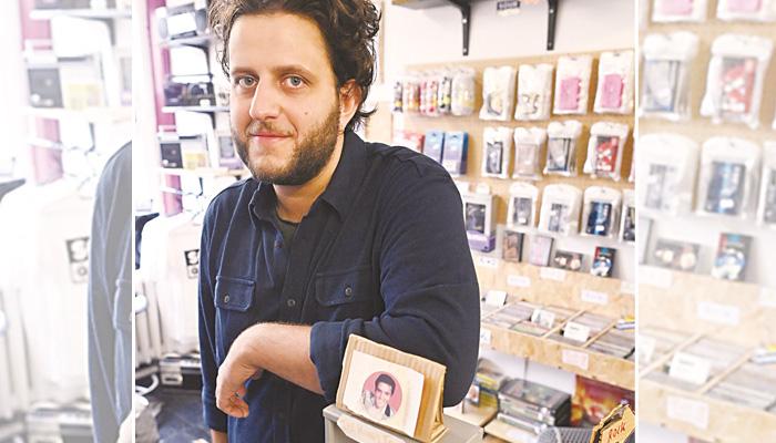 برطانیہ میں پرانی موسیقی کے شوقین افراد کیلئے کیسٹ فروخت کرنیوالی آخری دکان موجود