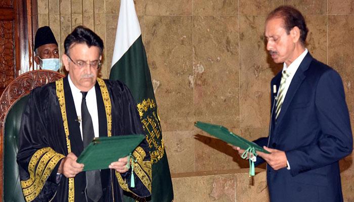 اجمل گوندل نے آڈیٹر جنرل آف پاکستان کے عہدہ کا حلف اٹھا لیا