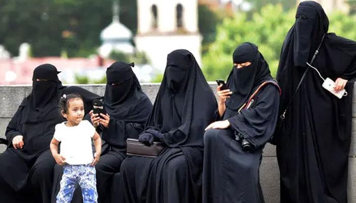 برطانوی وزیر ثقافت کا نقاب پر پابندی عائد کرنے کا مطالبہ