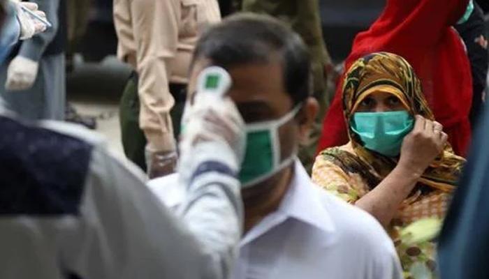 کراچی اور لاہور میں کورونا مثبت کیسز کی شرح میں کمی
