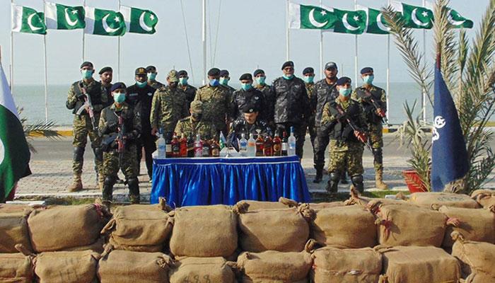 پاک بحریہ اور کسٹمز  انٹیلی جنس کی مشترکہ کارروائی،  7 کروڑ روپے کی شراب ضبط