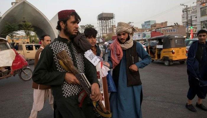 اغوا کا الزام، طالبان نے ہرات میں 4 افراد کی لاشیں چوک پر لٹکادیں