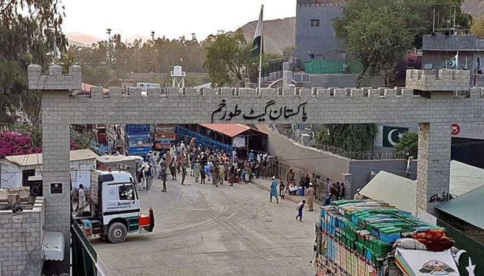 سیکڑوں مزدوروں کا طورخم تک مارچ، بارڈر کھولنے کیلئے 3دن کی مہلت